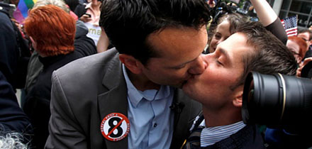 ban-on-same-sex-marriage-thrown-out-in-california_now_main_1280962680448.jpg