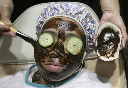 090914.chocolate-facial.jpg